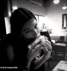jessica-biel-best-burger-tel-aviv